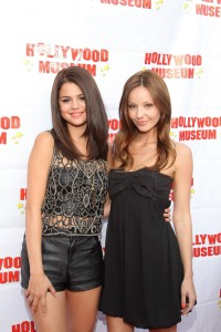 selena-gomez-and-sister